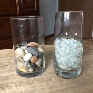 2 glass vases with rock/glass rock filler